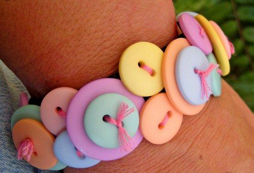 button bracelet 8