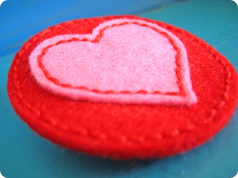 felt heart brooch 2