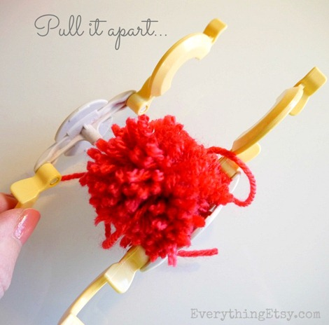 make a pom pom tutorial