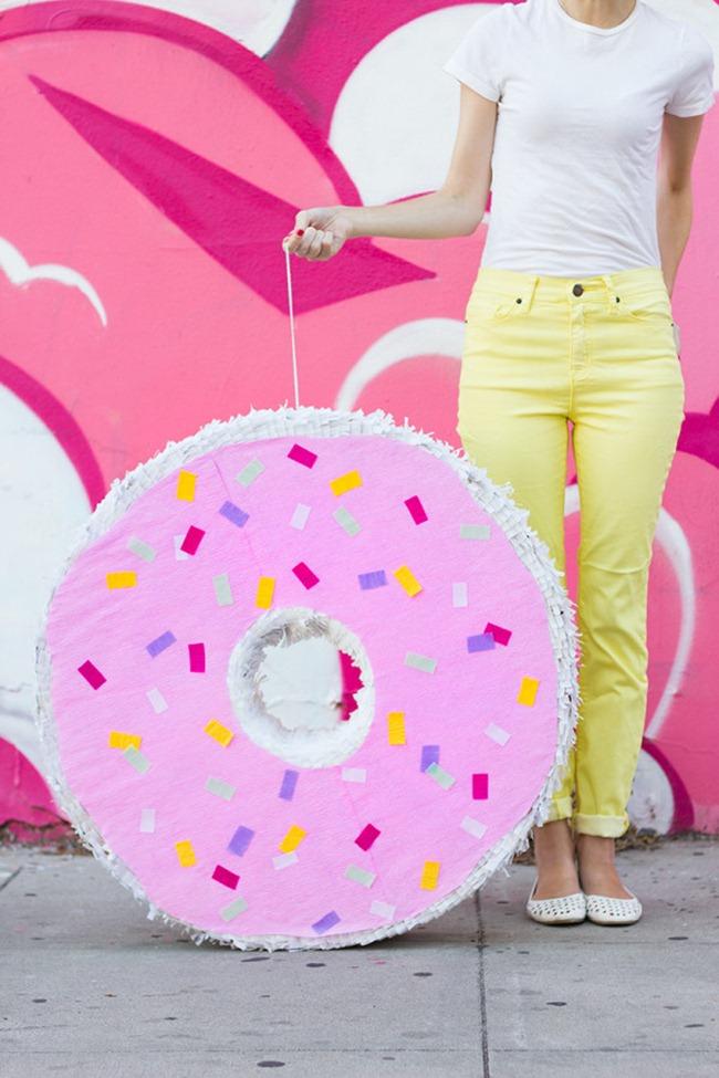 Pinata - Giant Donut - Studio DIY