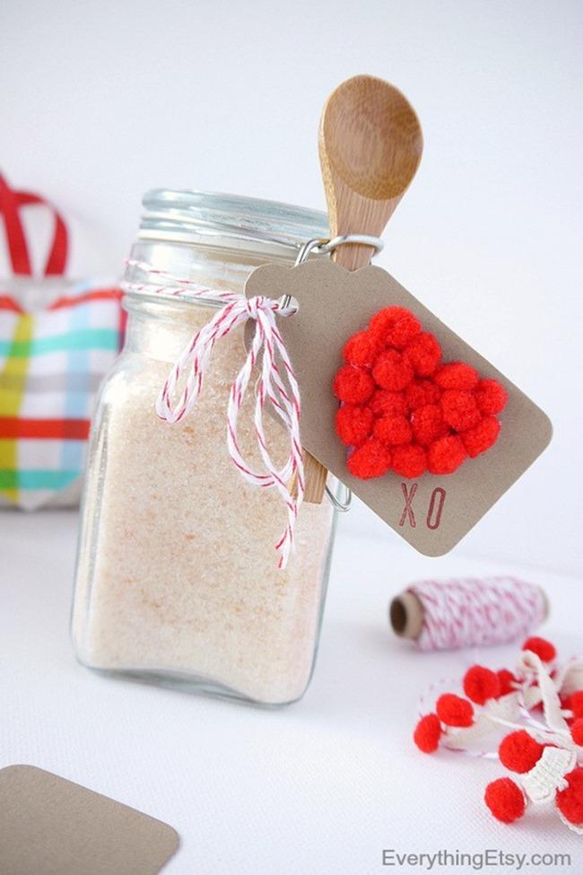 Valentine's Day Mini Pom Pom Heart Gift Tag Tutorial