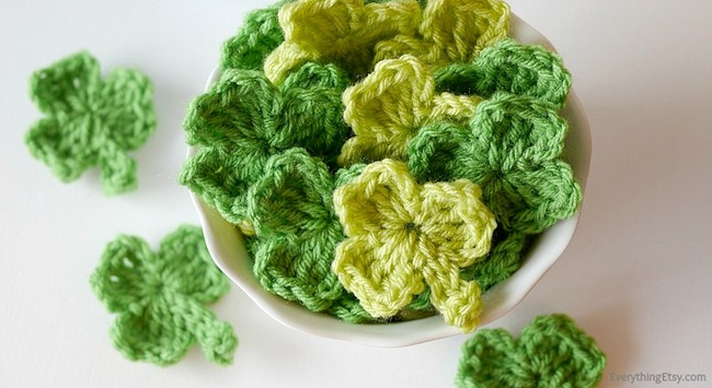 Crochet Shamrock Pattern–Create a Banner {with video}