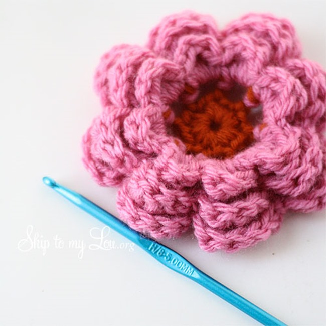 Free Crochet Pattern Layered Flower ~ manet for .