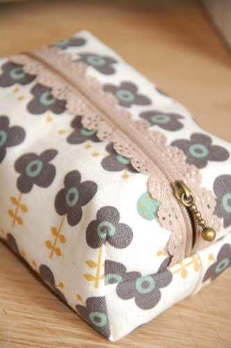 gifts to sew - zippered pouch