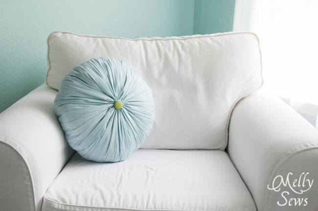 pillow tutorial - round pleated