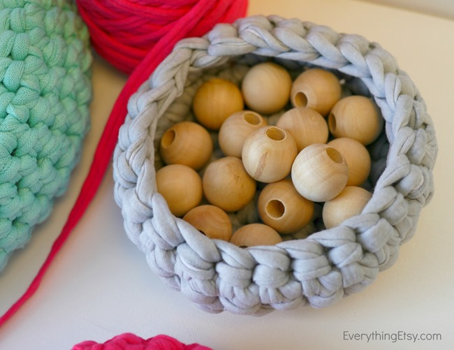 crochet storage bowl pattern - free on EverythingEtsy.com