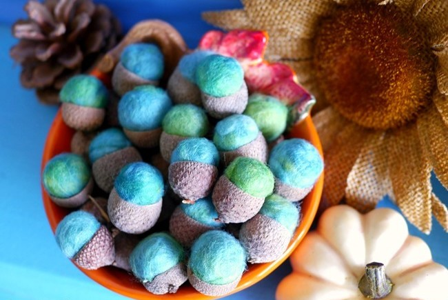 DIY-Felt-Acorns-on-EverythingEtsy.com_thumb.jpg