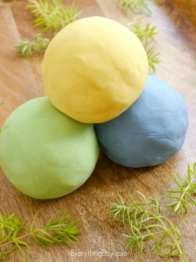 Homemade Play Dough Recipe - No Cook - doTERRA Essential Oils - EverythingEtsy.com