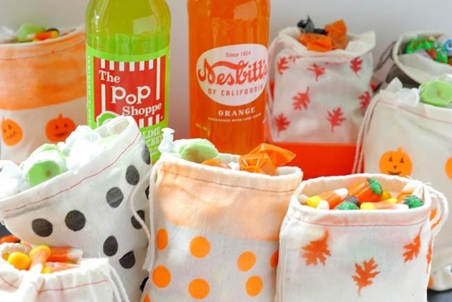 Testors-Airbrush-DIY-Halloween-Treat-Bags...fun-EverythingEtsy.com_.jpg
