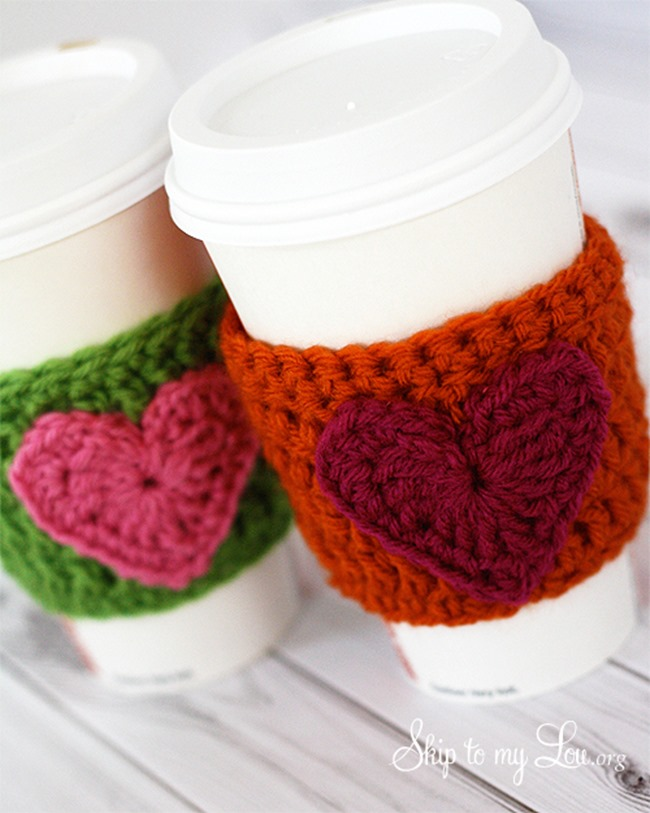 Free crochet pattern - heart coffee cozy