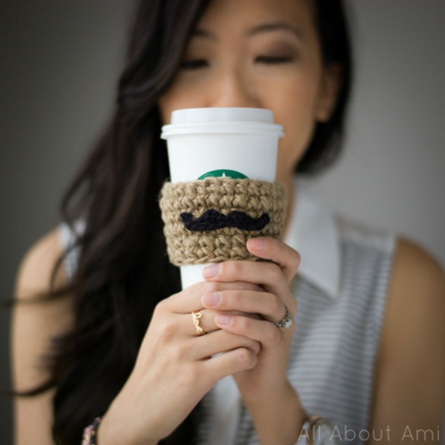 free crochet pattern - coffee cozy mustache