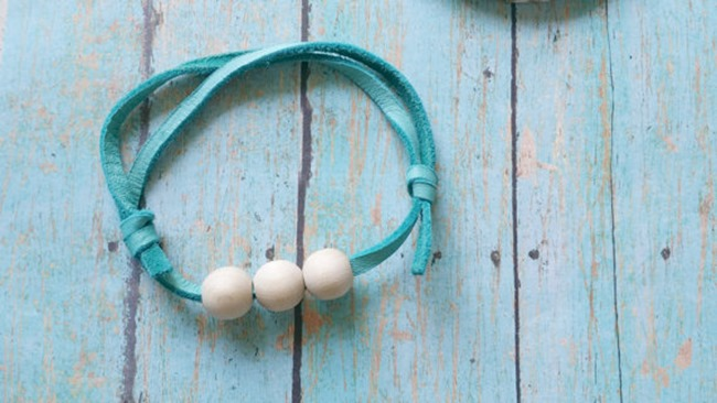 Essential Oil Jewelry - Bracelet with wood beads