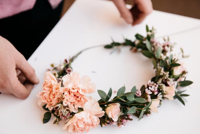 How To Make Fresh Flower Crowns {7 DIY Ideas