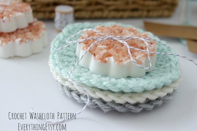 DIY Crochet Washcloths {Free Circle Pattern}