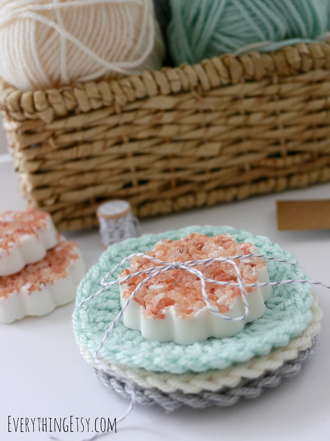 DIY Circle Washcloth Crochet Pattern on EverythingEtsy.com
