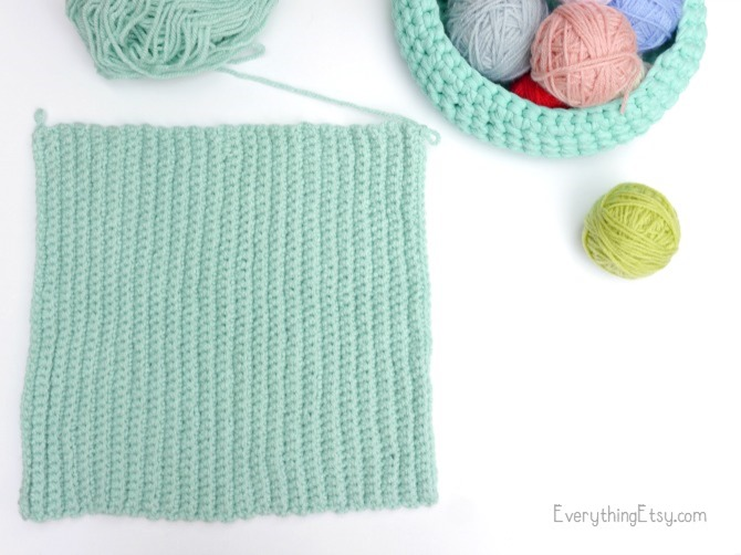 Making a crochet hat - free pattern on EverythingEtsy.com