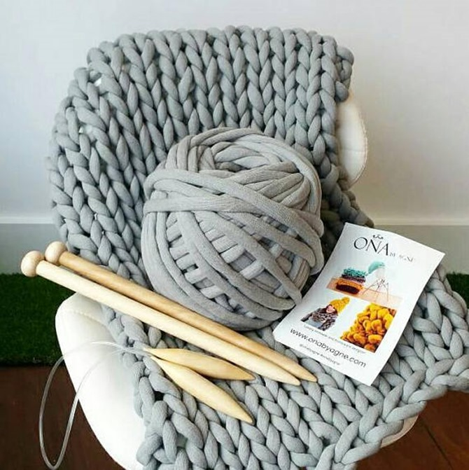 Winter DIY Gifts {Etsy Finds} - Chunky Knit Blanket Kit