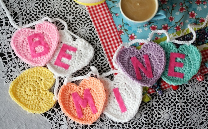 12 Crochet Valentine's Day Projects {Free Patterns} - Conversation Hearts
