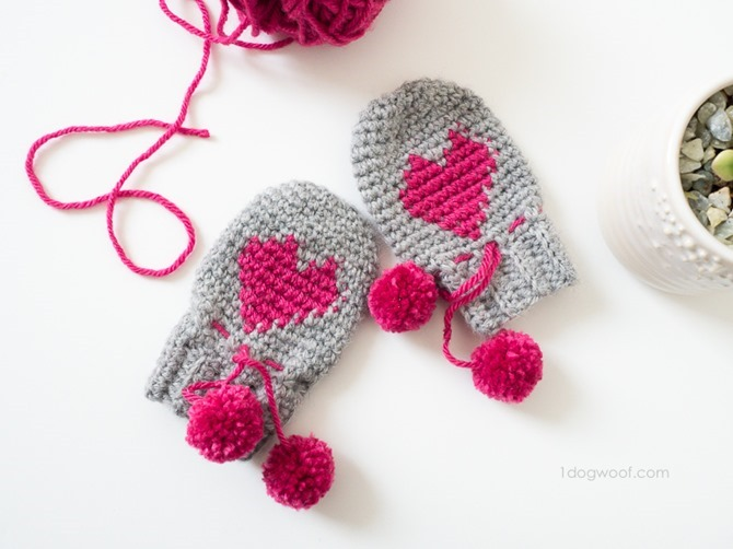 12 Crochet Valentine's Day Projects {Free Patterns} - Heart Mittens