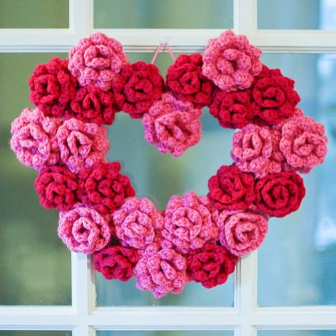 12 Crochet Valentine's Day Projects {Free Patterns} - Heart Wreath