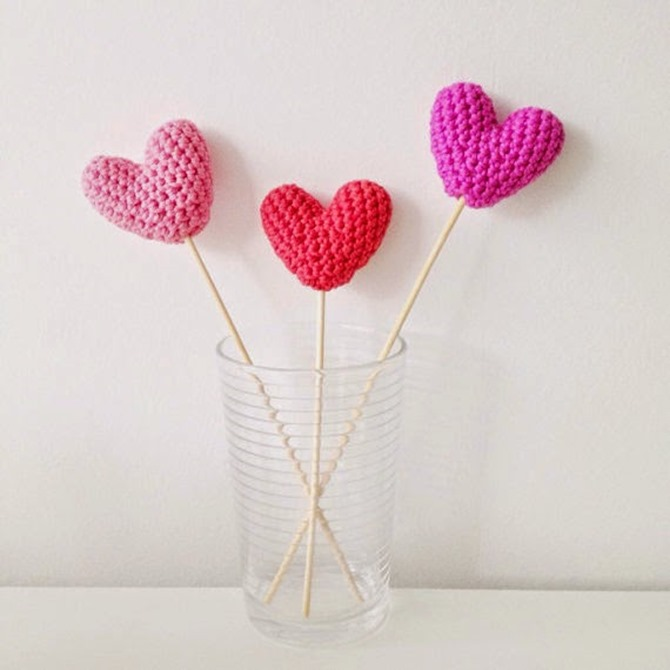 12 Crochet Valentine's Day Projects {Free Patterns} - Heart bouquet