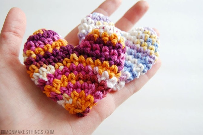 12 Crochet Valentine's Day Projects {Free Patterns} - Pillow Box Hearts