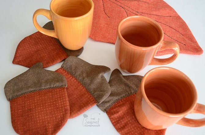 101 Fall Sewing Tutorials - EverythingEtsy.com - Acorn Coasters