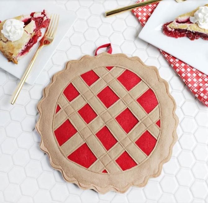 101 Fall Sewing Tutorials - EverythingEtsy.com - Cherry Pie DIY Potholder