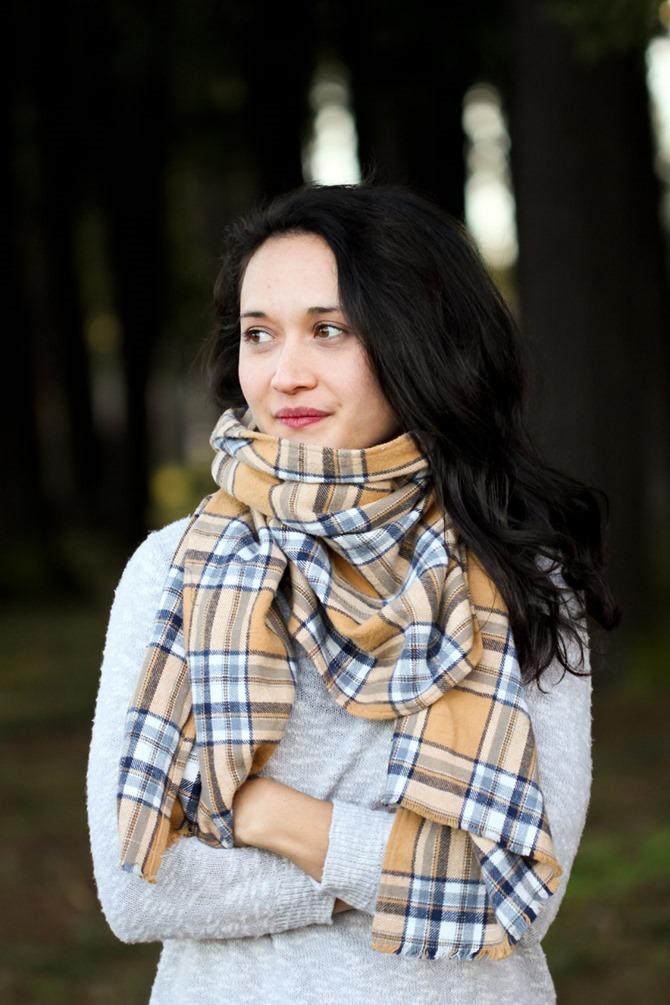 101 Fall Sewing Tutorials - EverythingEtsy.com - DIY Flannel Scarves
