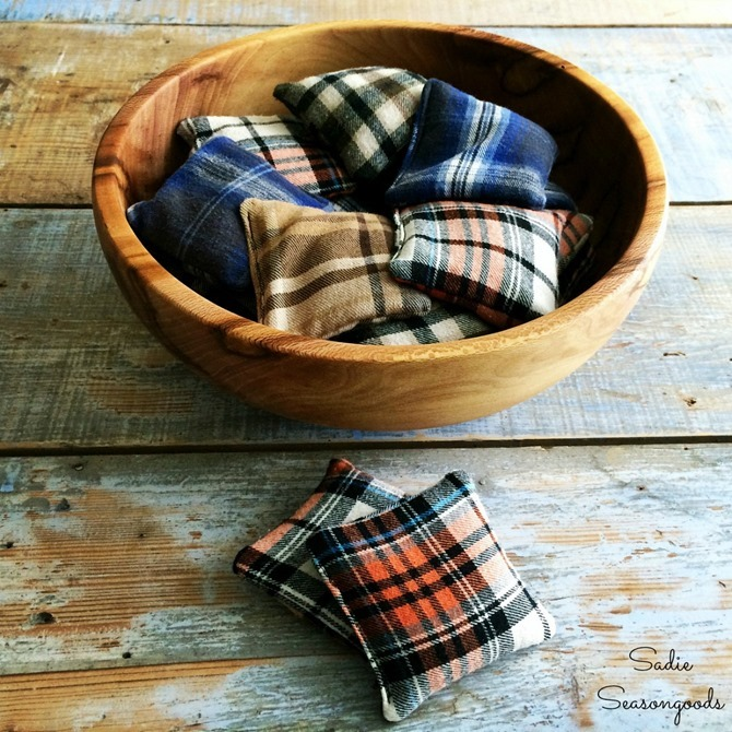 101 Fall Sewing Tutorials - EverythingEtsy.com - Flannel Hand Warmers