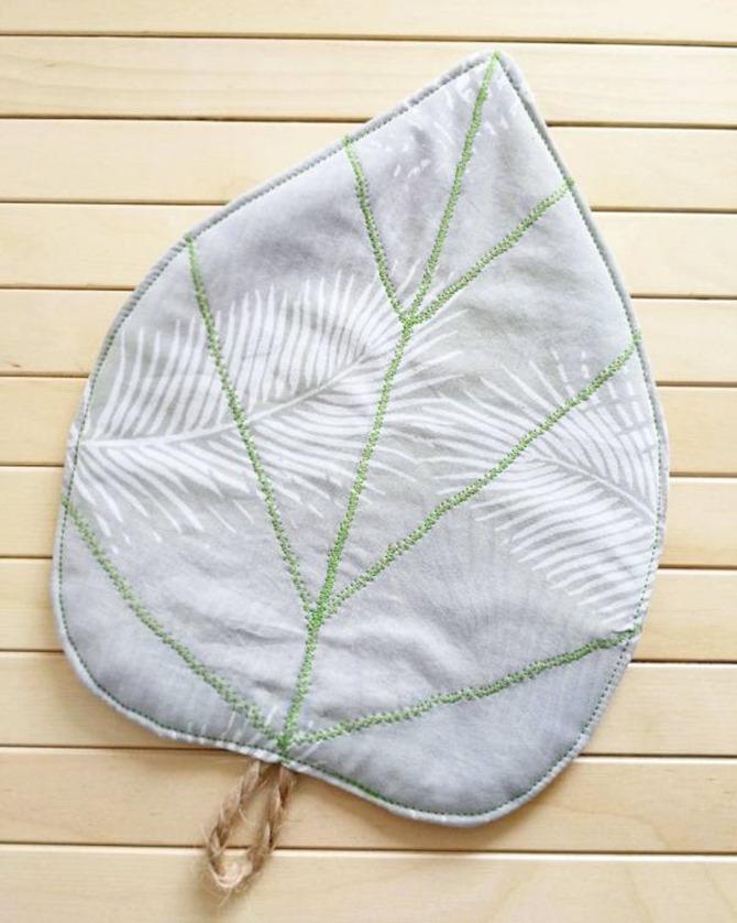 101 Fall Sewing Tutorials - EverythingEtsy.com - Leaf Pot Holder Tutorial