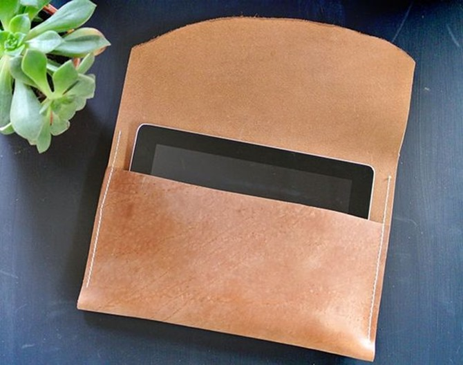 101 Fall Sewing Tutorials - EverythingEtsy.com - Leather Tablet Case Tutorial