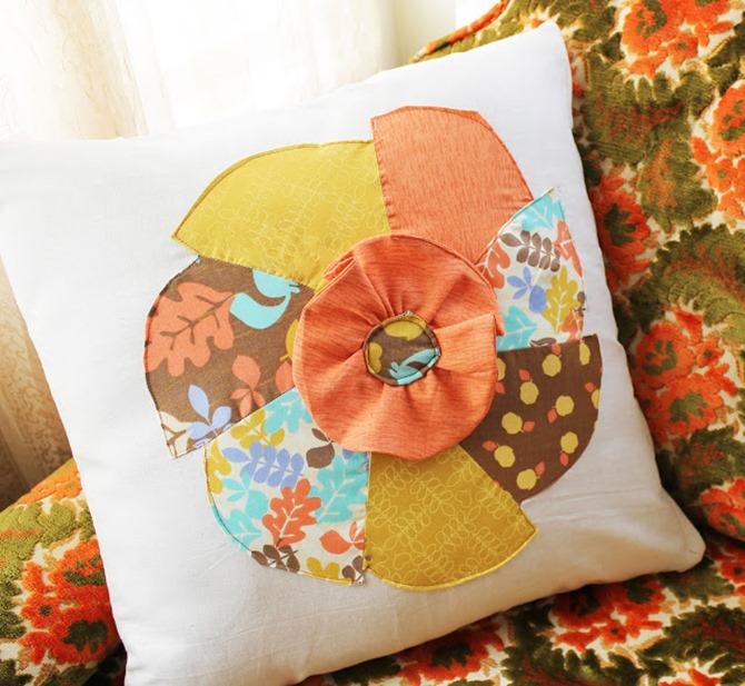101 Fall Sewing Tutorials - EverythingEtsy.com - Pinwheel Pillow Case