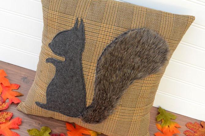 101 Fall Sewing Tutorials - EverythingEtsy.com - Squirrel Fall Pillow DIY