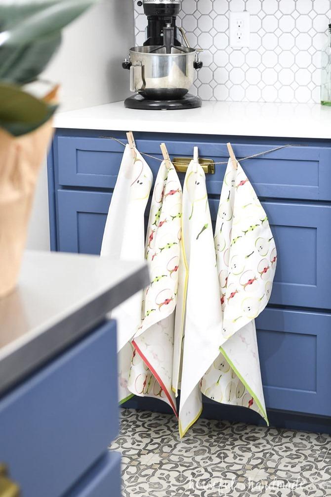 101 Fall Sewing Tutorials - EverythingEtsy.com - Tea Towel DIY