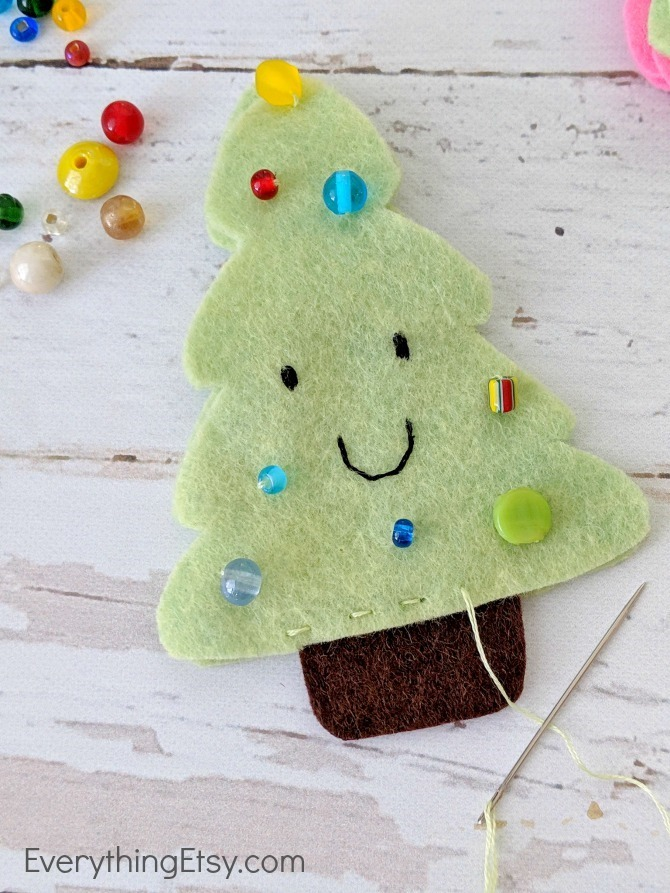 Felt Christmas Tree Ornament - Start stitching - EverythingEtsy.com