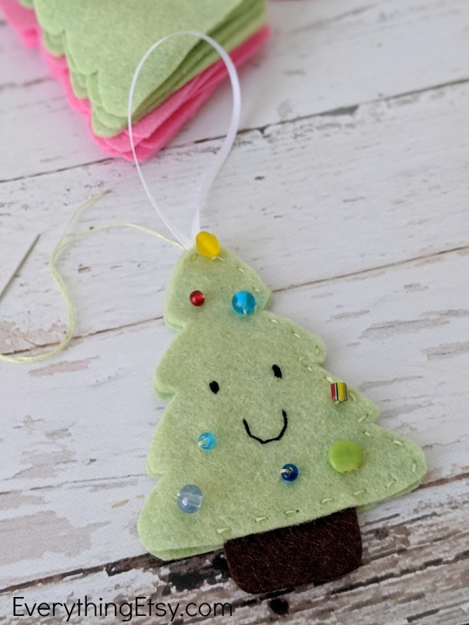 Felt Christmas Tree Ornament - Stitch it up - EverythingEtsy.com