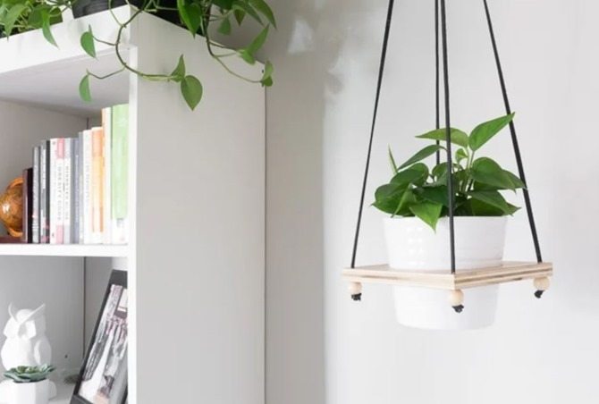 15 DIY Gifts for Plant Lovers - EverythingEtsy.com - Hanging Plant Holder