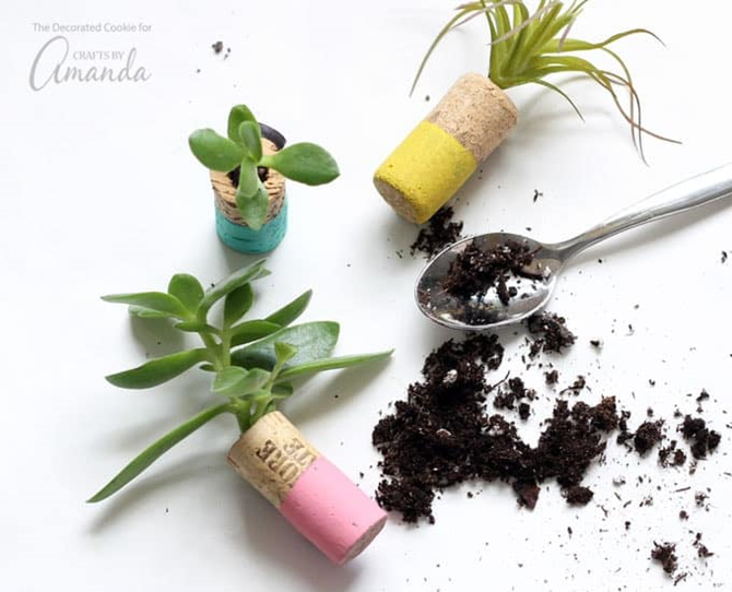 15 DIY Gifts for Plant Lovers - Wine Cork Planter Magnets - EverythingEtsy