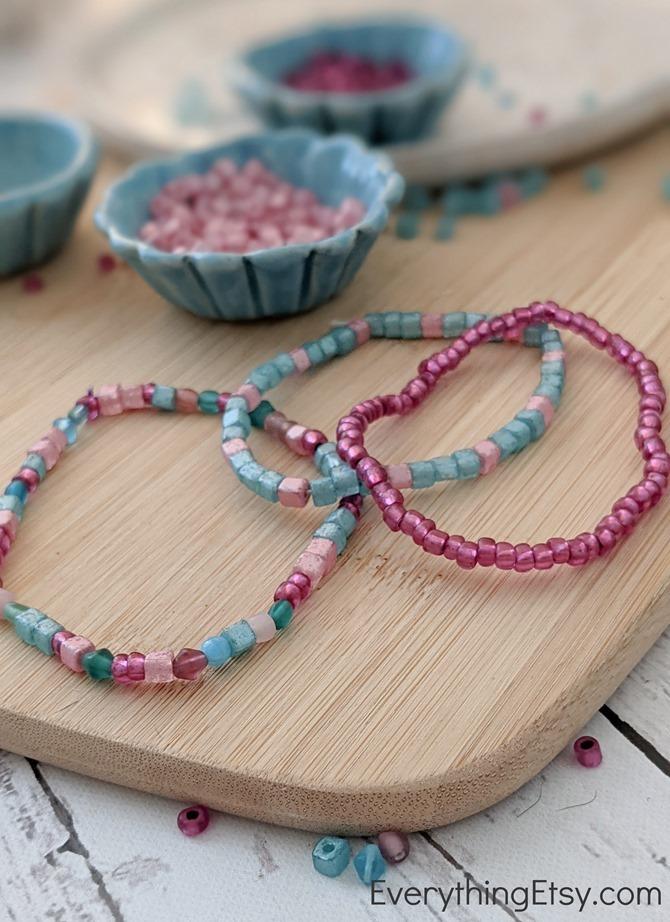 Making easy beaded bracelets - stretchy - EverythingEtsy.com